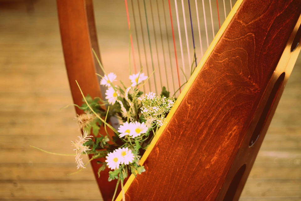 harp with flowers